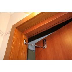 Цепочки и ограничители для дверей: основные сведения о деталях фурнитуры