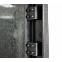Особенности навесов для металлических входных дверей