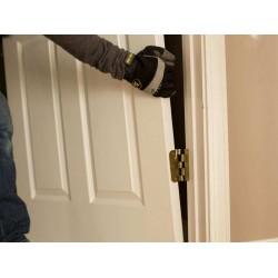 Реставрация межкомнатных дверей: начальная обработка полотна