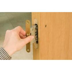 Врезка замков в межкомнатные двери: набор необходимых инструментов